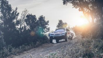 peugeot-3008dkr-maxi_car-reveal_©red-bull-content-pool_0044_0-352x198.jpg