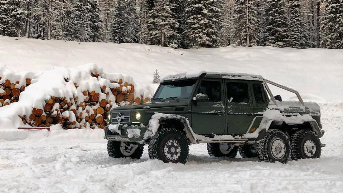 Mercedes-Benz G63 AMG 6×6 dovádí na sněhu