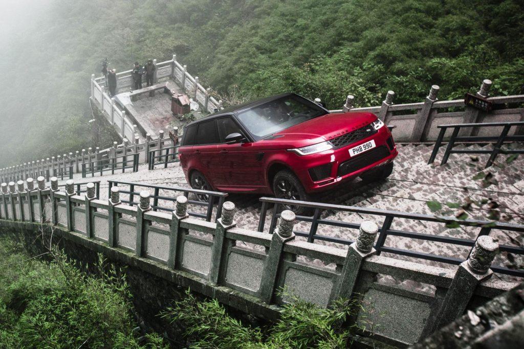 titulka-range-rover-sport-draci-vyzva