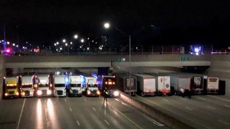 titulka zákonodárci vamerickém Michiganu využili pomoci kamioňáků