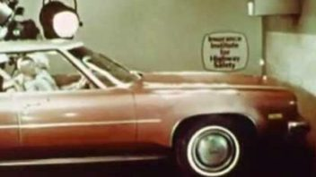 video-ze-70-let-minuleho-stoleti-ukazuje-proc-je-dobre-pouzivat-bezpecnostni-pasy-352x198.jpg