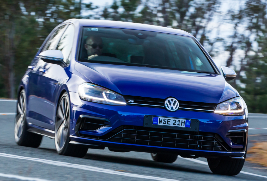 volkswagen_golf_r_5-door_37.jpg