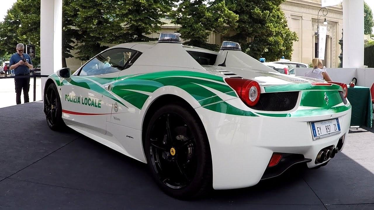 policejni-ferrari-458-spider-italie-milano-video