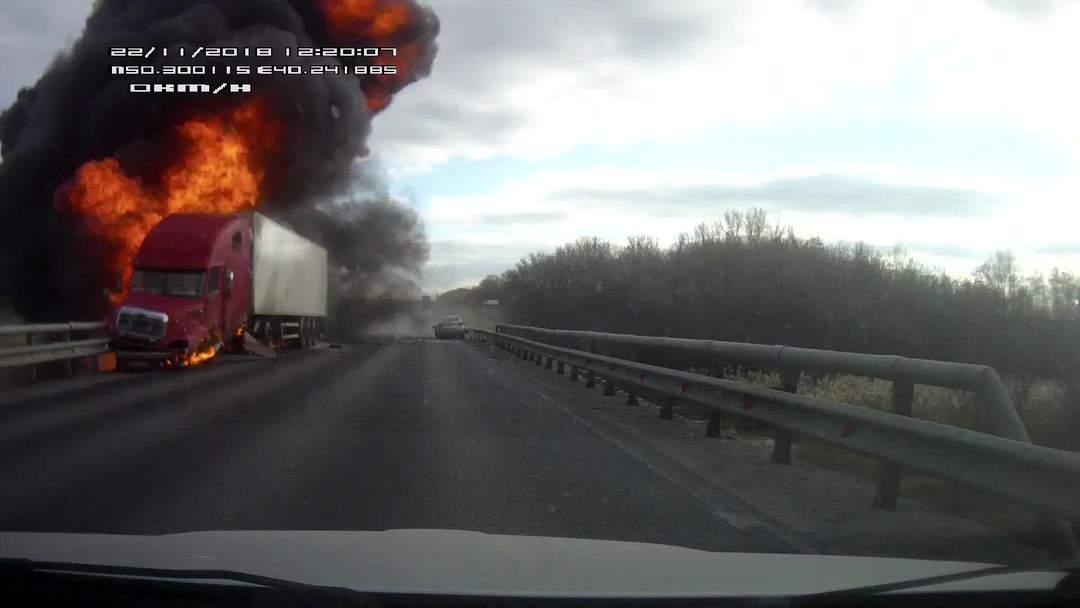 Výbuch kamionu ponehodě