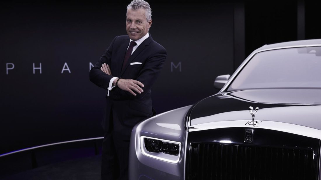 1.-torsten-mu╠eller-o╠etvo╠es-ceo-rolls-royce-motor-cars-next-to-new-phantom-1100x618.jpg