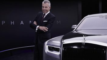 1.-torsten-mu╠eller-o╠etvo╠es-ceo-rolls-royce-motor-cars-next-to-new-phantom-352x198.jpg