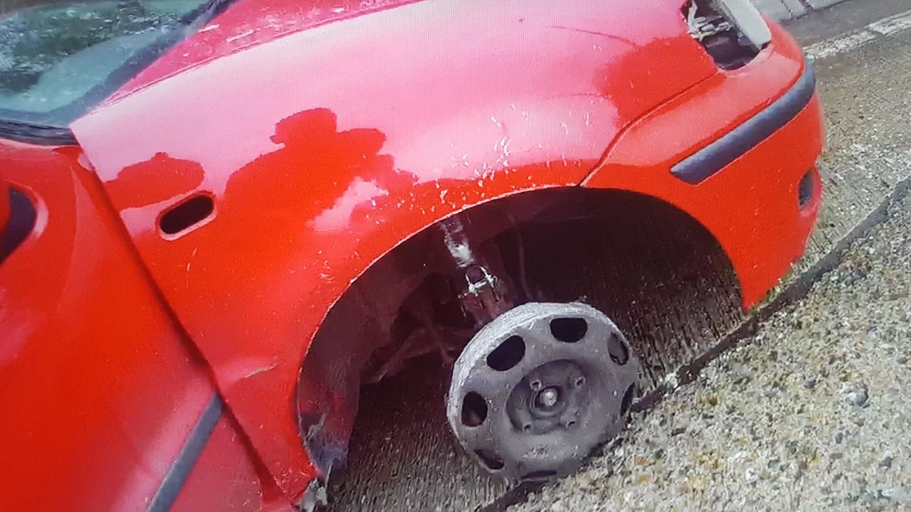 Opilý Angličan se projížděl podálnici bez pneumatiky