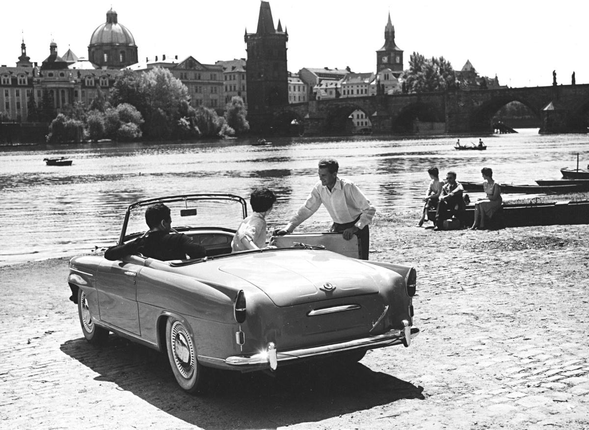 skoda-felicia-in-prague-czechoslovakia-1961.jpg