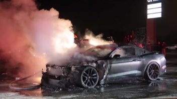 ford-mustang-fire-352x198.jpg
