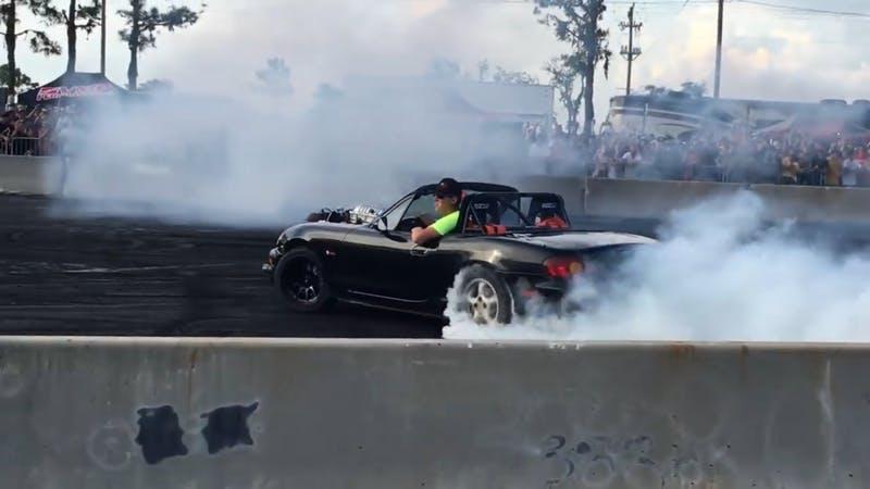 Mazda MX-5 smotorem Hellcat V8