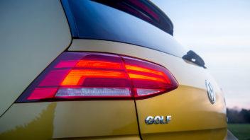 volkswagen_golf_tsi_r-line_5-door_85-352x198.jpg
