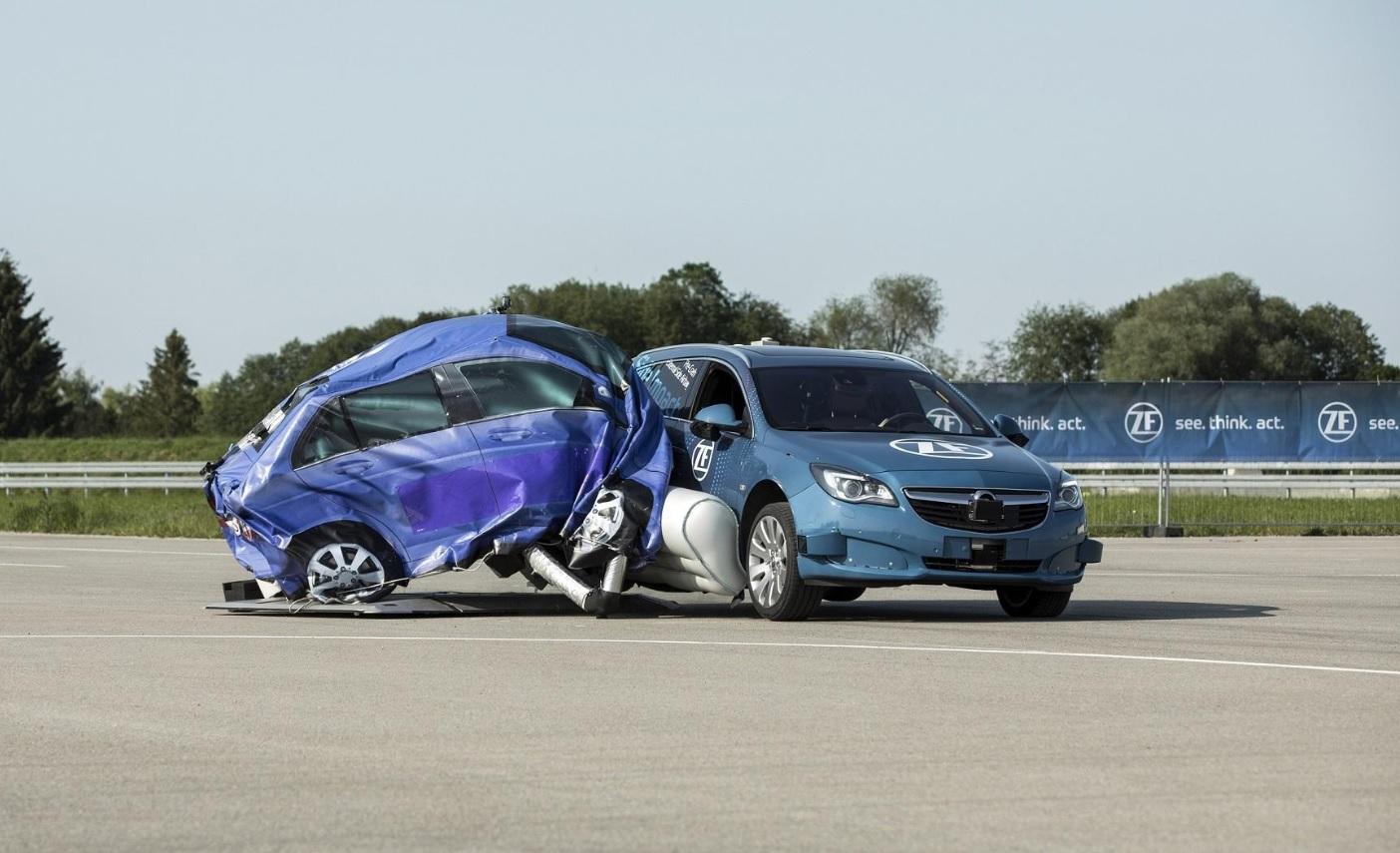 Airbagy nemusí chránit jen posádku, ale isamotné auto