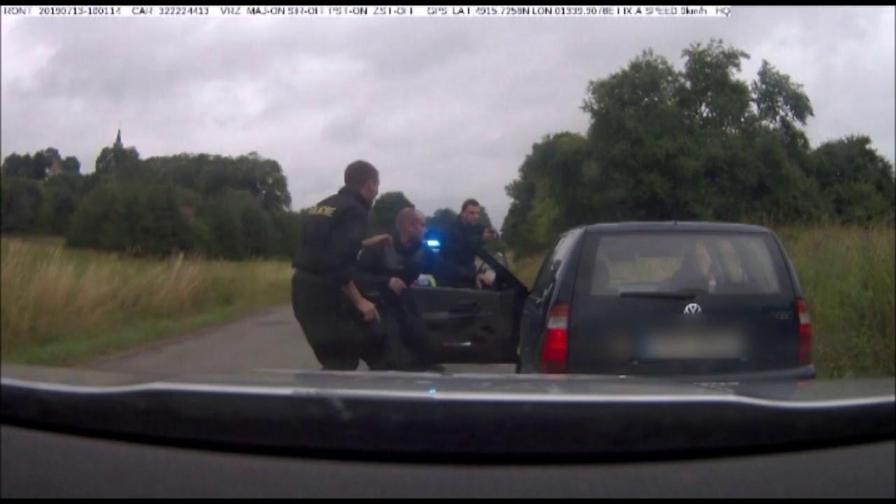 Policii ujížděl zfetovaný šílenec