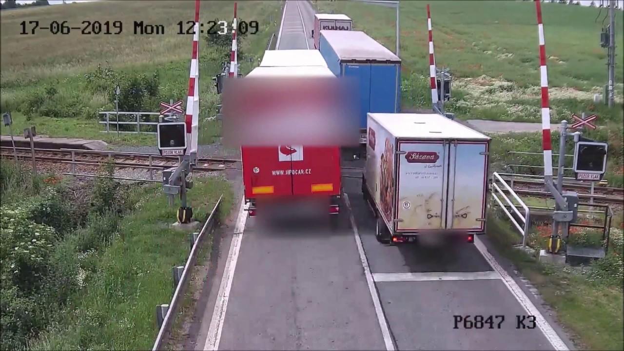 Policie ponebezpečném řidiči kamionu pátrá