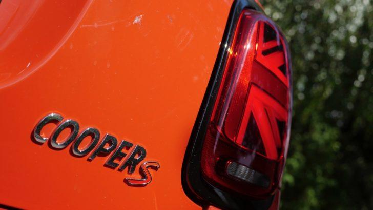 mini-cooper-s-john-cooper-works-5-dverove-benzin-turbo-9-728x409.jpg