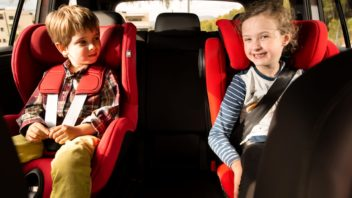 10-golden-rules-for-transporting-children-in-your-car_04_hq-352x198.jpg