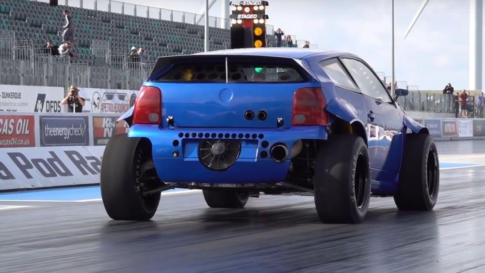 Extrémně upravený Volkswagen Lupo se sotva drží na asfaltu