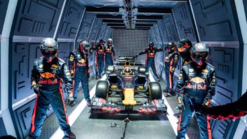 red-bull-racing-zero-g-pitstop-crew-ready-352x198.jpg