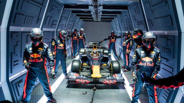 red-bull-racing-zero-g-pitstop-crew-ready-728x409.jpg