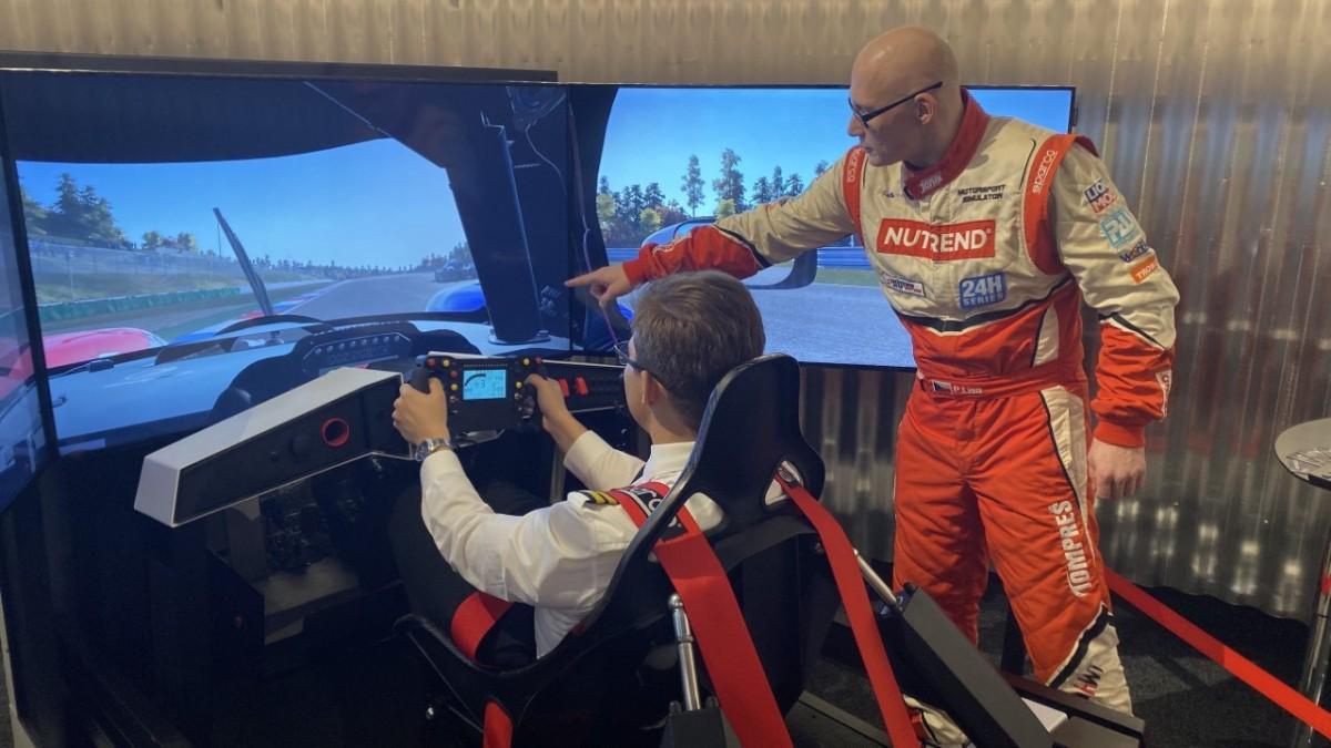 Nejnovější simulátory využívají dopravní piloti izávodní jezdci