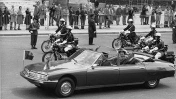 la-sm-presidentielle-et-la-reine-dangleterre-et-le-president-pompidou-1972-23.344.6-copyright-j.-peyrinet-352x198.jpg