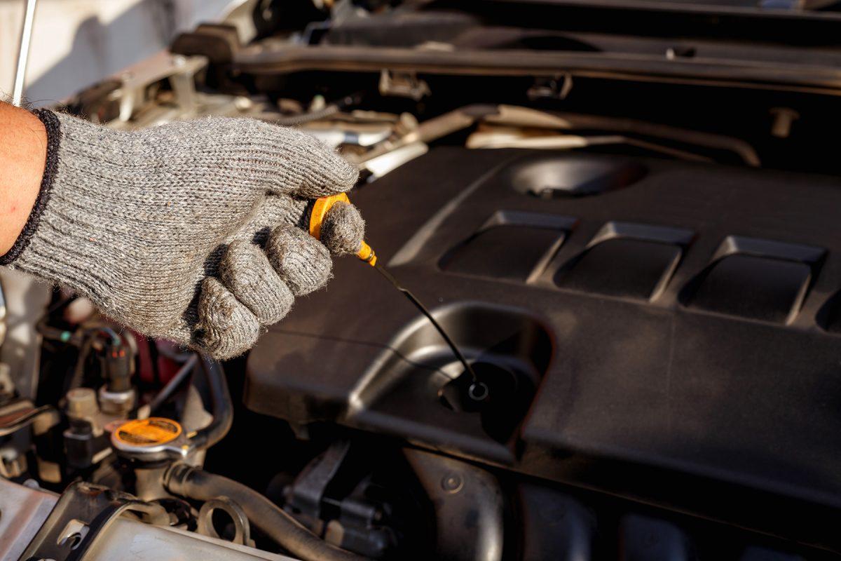 Jaký olej do auta? Poradíme, jak správně vybrat avyměnit motorový olej