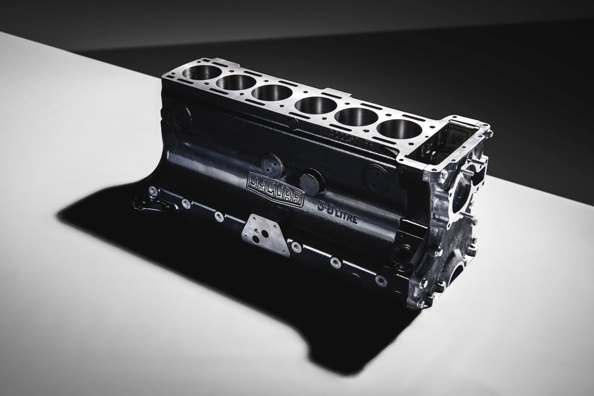 Jaguar začal po50 letech znovu vyrábět motor, který potěší staromilce