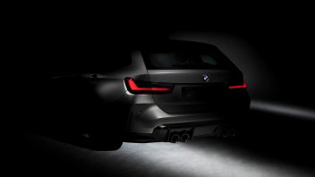 p90396108_highres_the-first-bmw-m3-tou-352x198.jpg