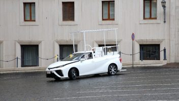 a-hydrogen-popemobile-for-his-holiness-pope-francis-3-352x198.jpg