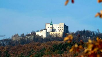 hrad-buchlov-podzim_foto-npu-kromeriz-352x198.jpg