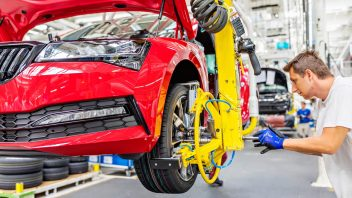 201113_skoda_superb_production.jpg-352x198.jpg