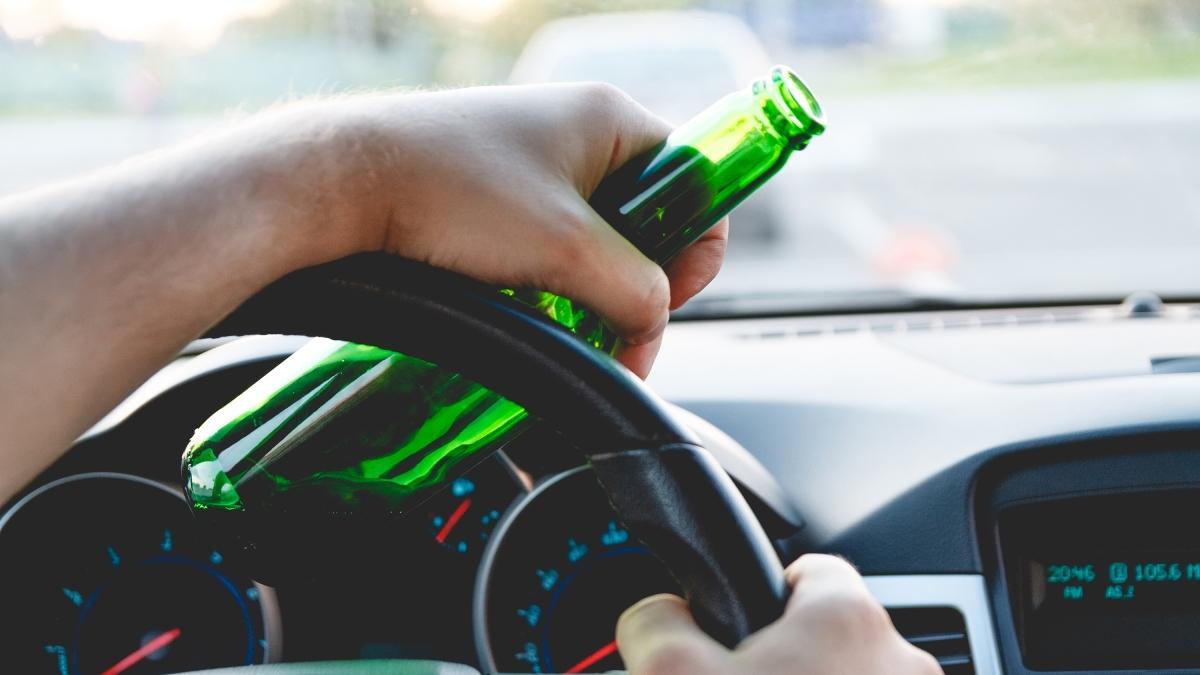 Alkohol za volantem: Nejvíce pijí řidiči vkrajích piva avína, nejméně vPraze