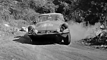 citroen_ds_19_berline_47-352x198.jpg