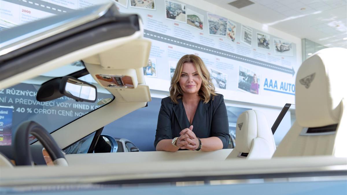 Ženy už netouží pomalých vozech, nadpoloviční většina upřednostňuje velký kufr