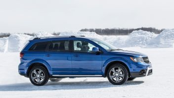 2017-dodge-journey-crossroad-plus-side-profile-in-motion-02-352x198.jpg