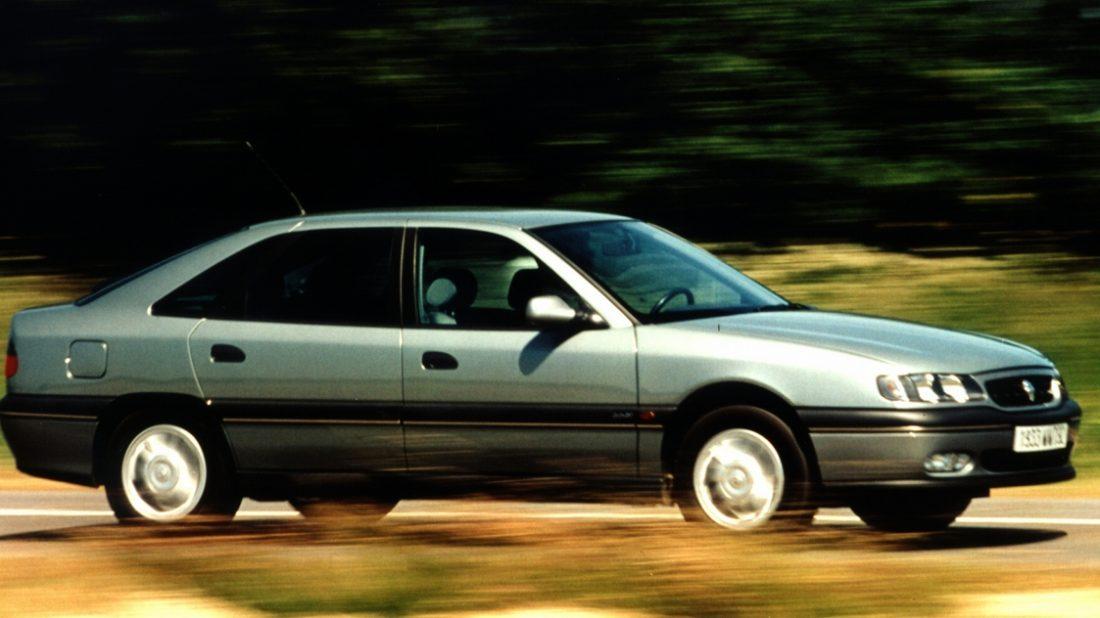 renault-safrane-1996-profile-1100x618.jpg
